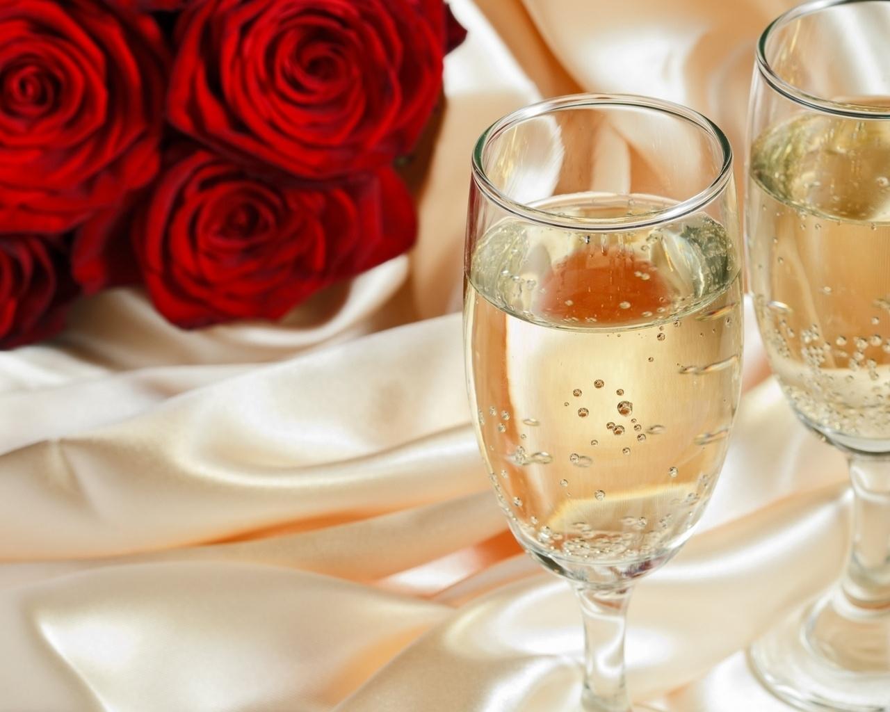 бокалы и розы