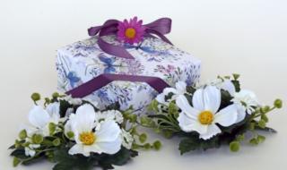 цветы и подарок