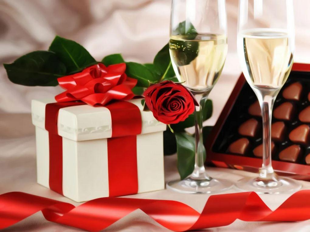 бокалы, цветы, подарок