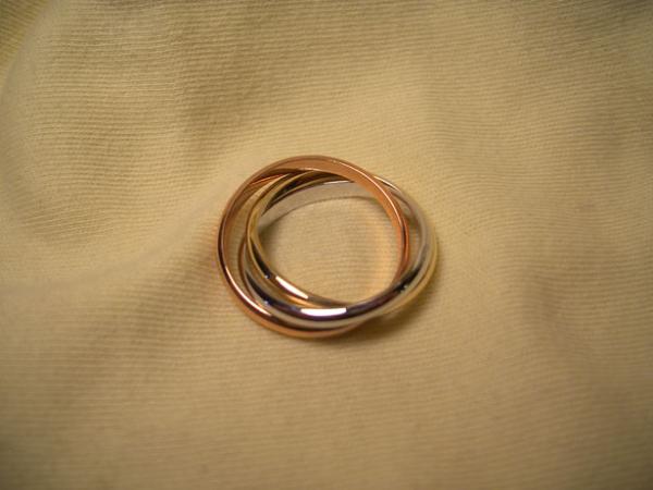 два кольца на ткани