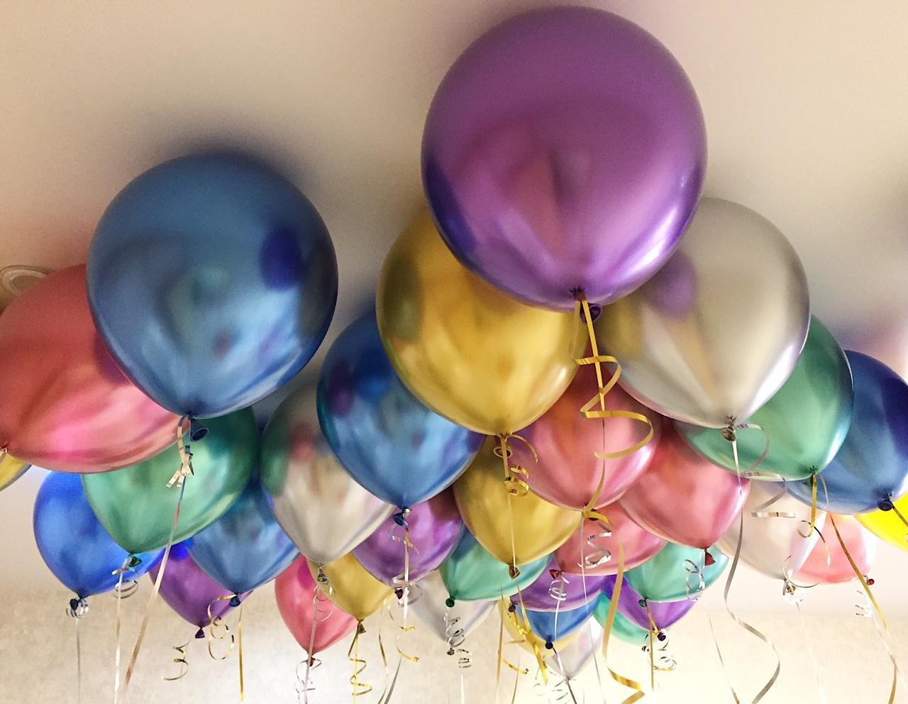 шары под потолком