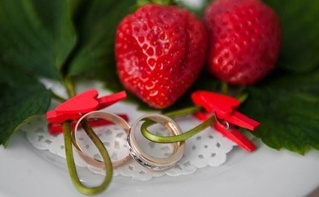 кольца и клубника