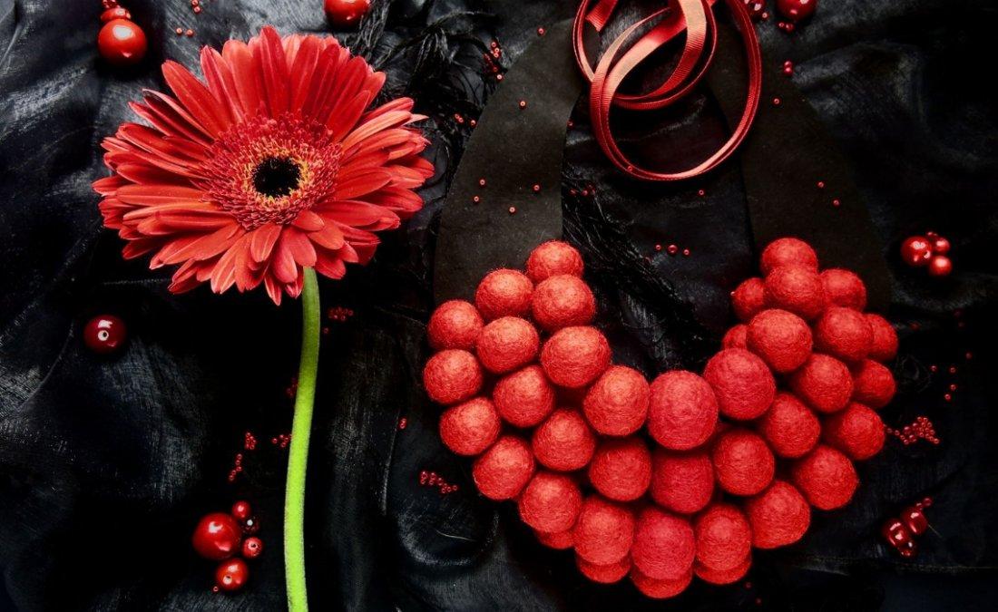 черно-красное изображение