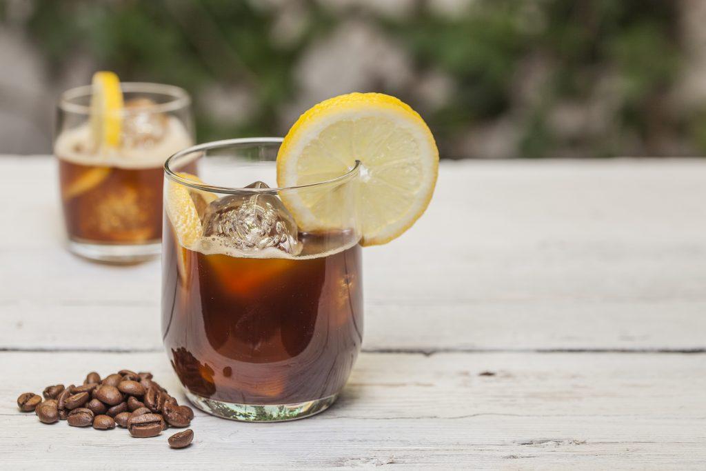 кофе с лимоном и льдом
