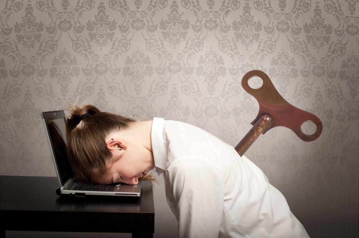 женщина устала