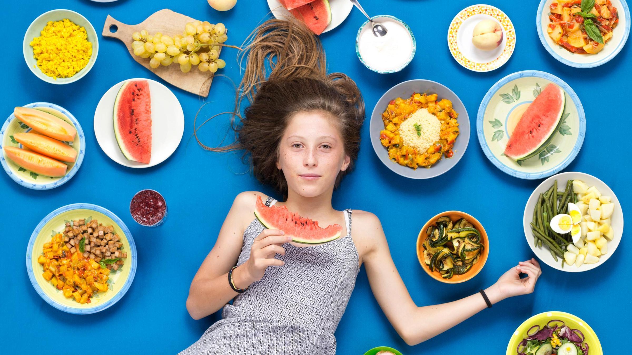 девочка и еда