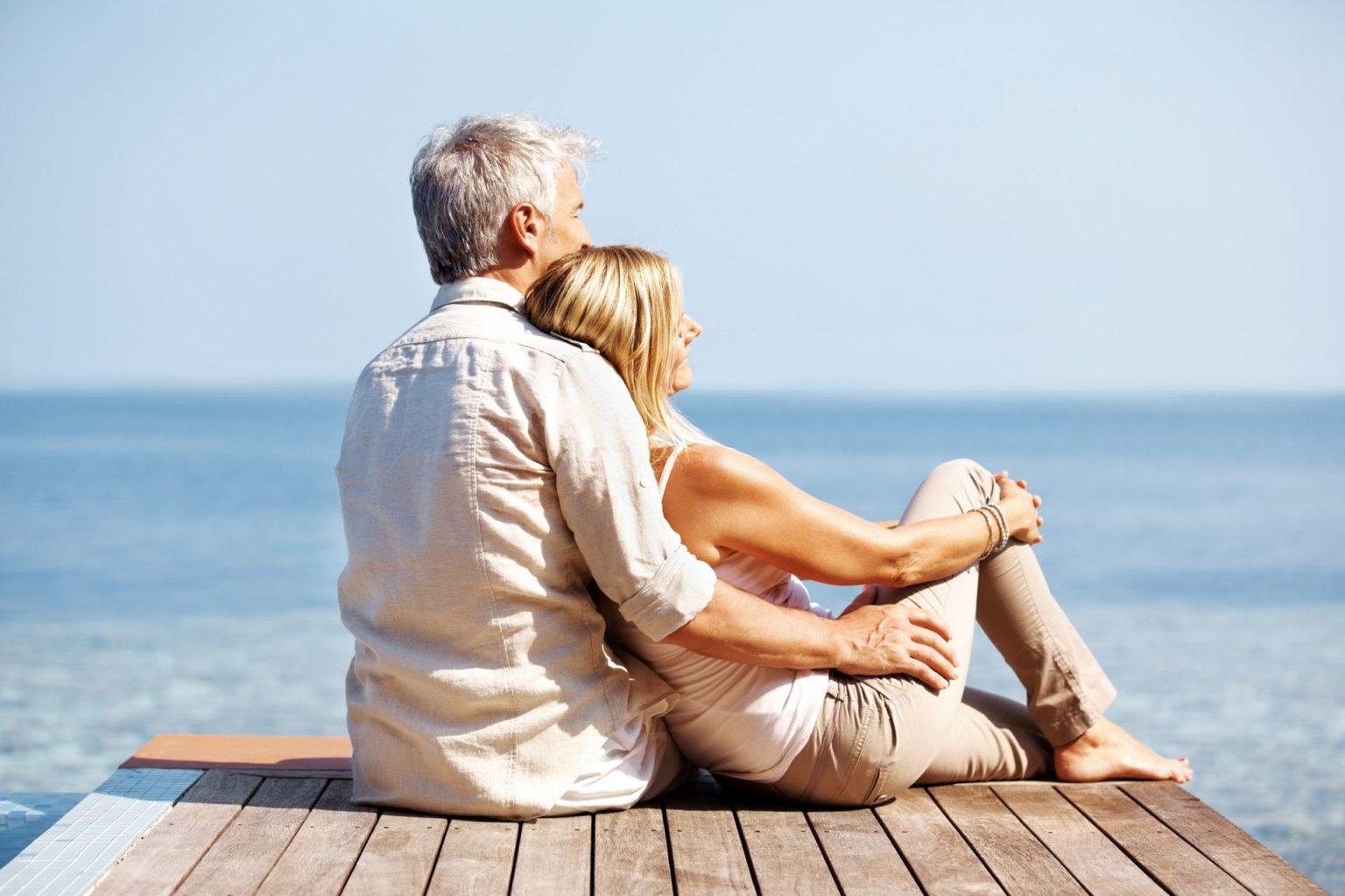 Картинки счастливые пары на море