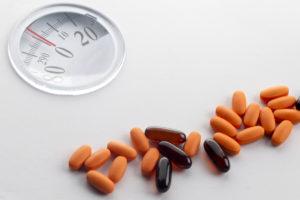 таблетки на весах