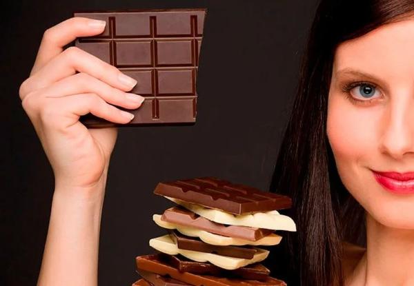 женщина и шоколад